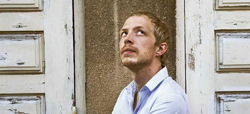 """Sångaren och låtskrivaren Christopher Sander släppte soloalbumet """"Jorden var rund"""" förra året."""