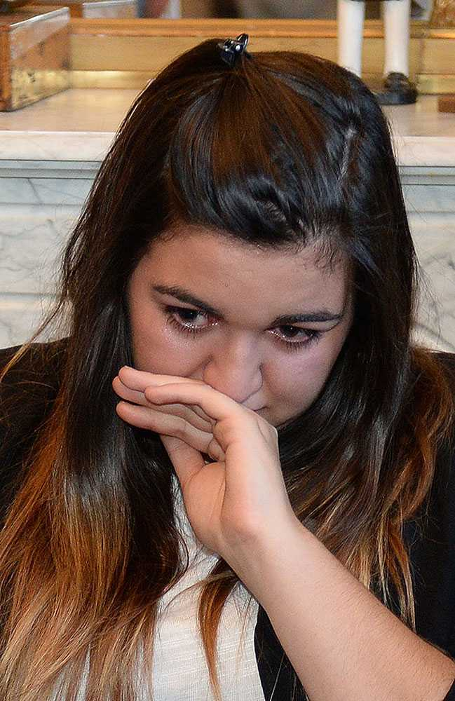Nu stämmer ms-drabbade fransyskan Marie-Océane Bourguignon, 18, företaget Sanofi Pasteur MSD.