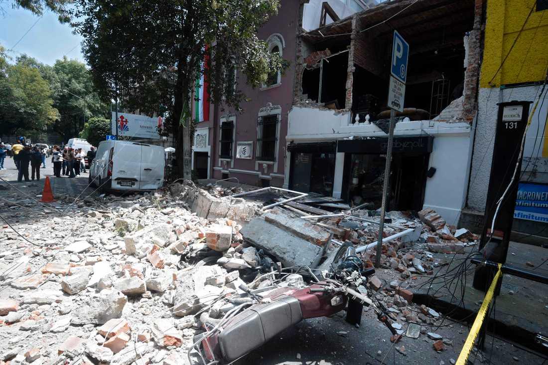 Det är stor förödelse i Mexikos huvudstad Mexico City efter skalvet.