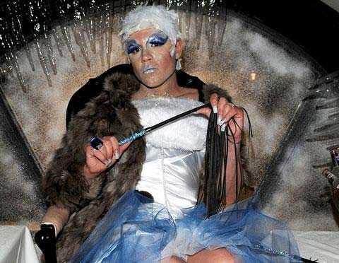 Fredrick Federley som sitt alter ego Ursula.