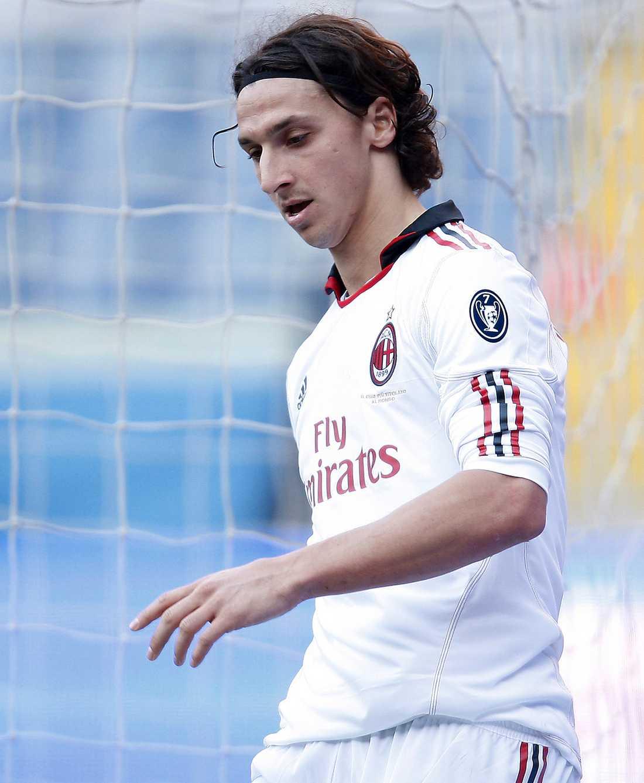 Zlatan var på dåligt humör när Milan bara fick lika mot Genoa.