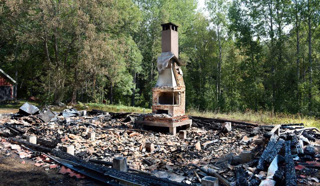 Friluftsfrämjandets stuga brann ner under fredagsmorgonen.