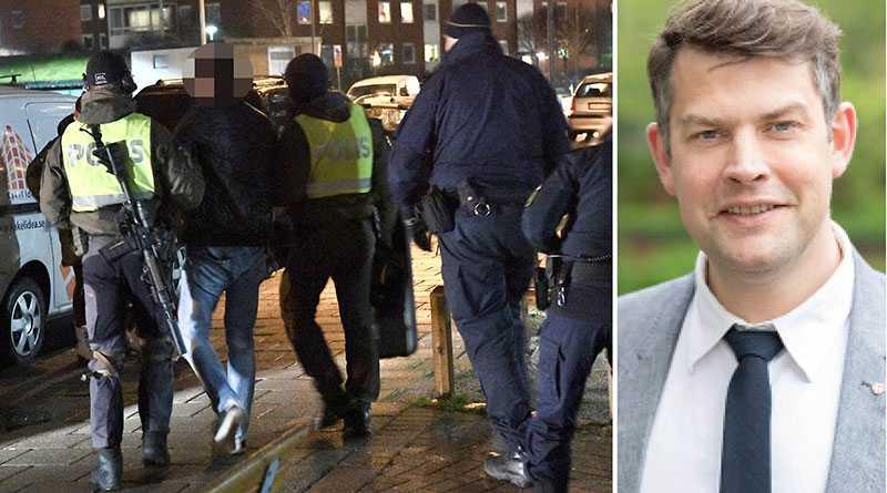 Nu måste hela rättsväsendet få rätt verktyg för att visa att nolltolerans mot kriminalitet råder, skriver Andreas Schönström. På bilden för polisen bort en man efter en skottlossning i Malmö den 2 februari i år.