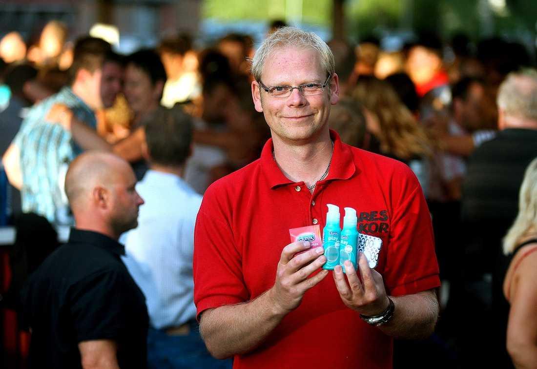 Göran Eriksson, säljer kondomer och glidmedel.