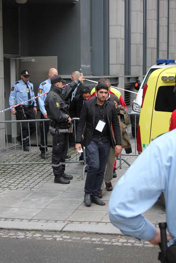 Hayder Mustafa Qasim kastade sin sko mot Breivik. Hayders bror var ett av offren på Utøya.
