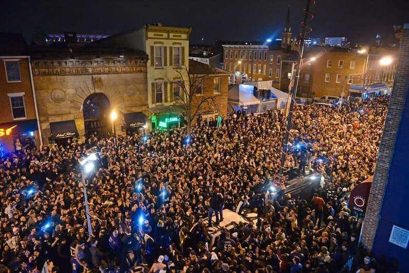 Vilt firande på gatorna i Baltimore. Foto: AFP Getty
