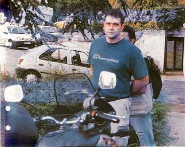 hade 11 miljoner i bilen Här grips Prédag Sevic, 33, av fransk polis. Enligt polisen hade han och hans kumpan en timme tidigare hämtat den lösesumma på 1,2 miljoner euro, motsvarande 11 miljoner kronor, som Erik Westerbergs pappa lämnat i en väska.