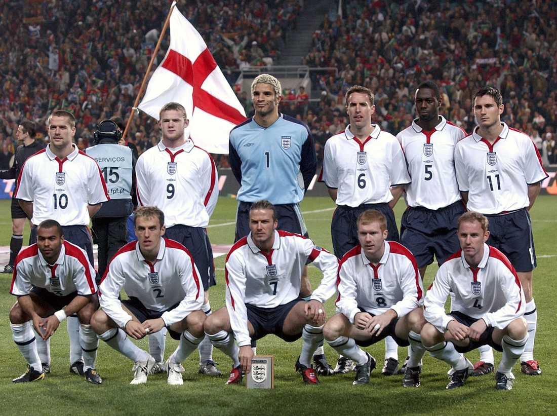 Englands landslag plåtas inför EM-kvartsfinalen mot Portugal 2004.
