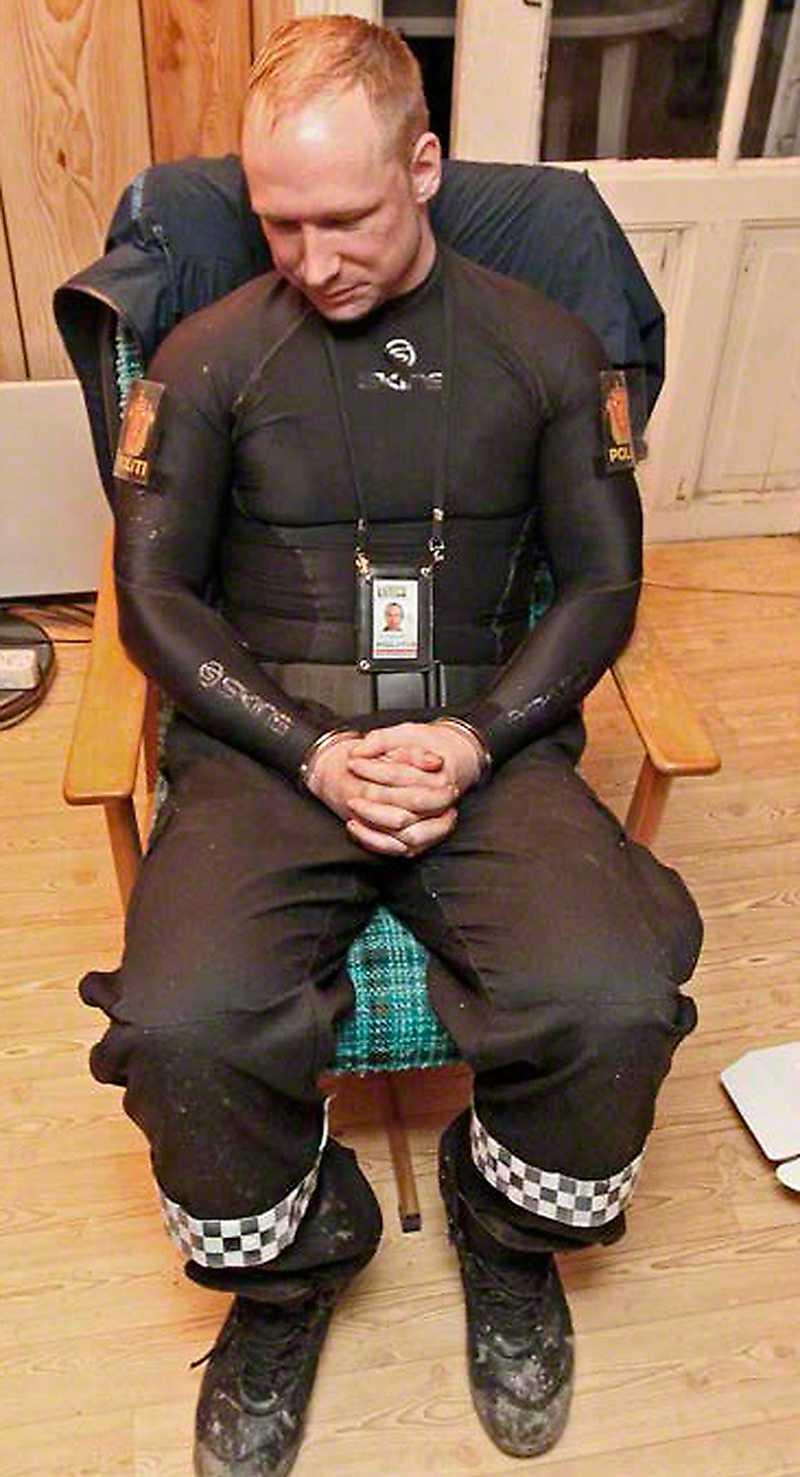 Polisens bild på Breivik efter gripandet.