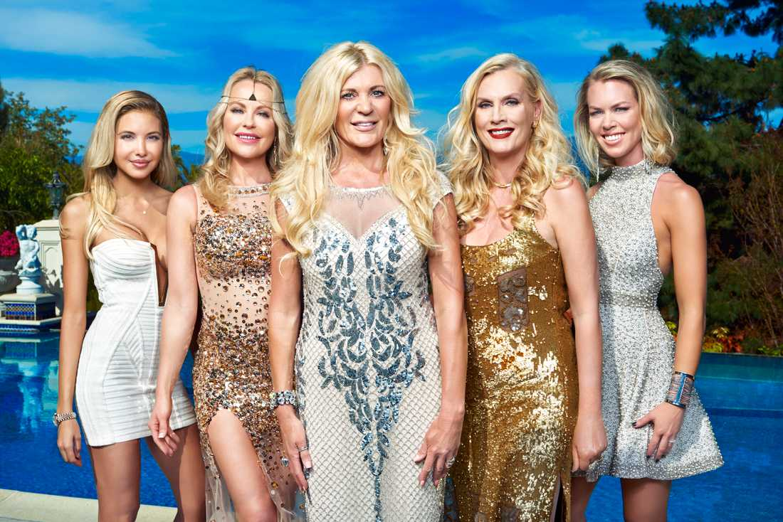 """I nya säsongen av """"Svenska Hollywoodfruar"""" medverkar Elena Belle, Åsa Vesterlund, Maria Montazami, Gunilla Persson och Sofie Prydz."""