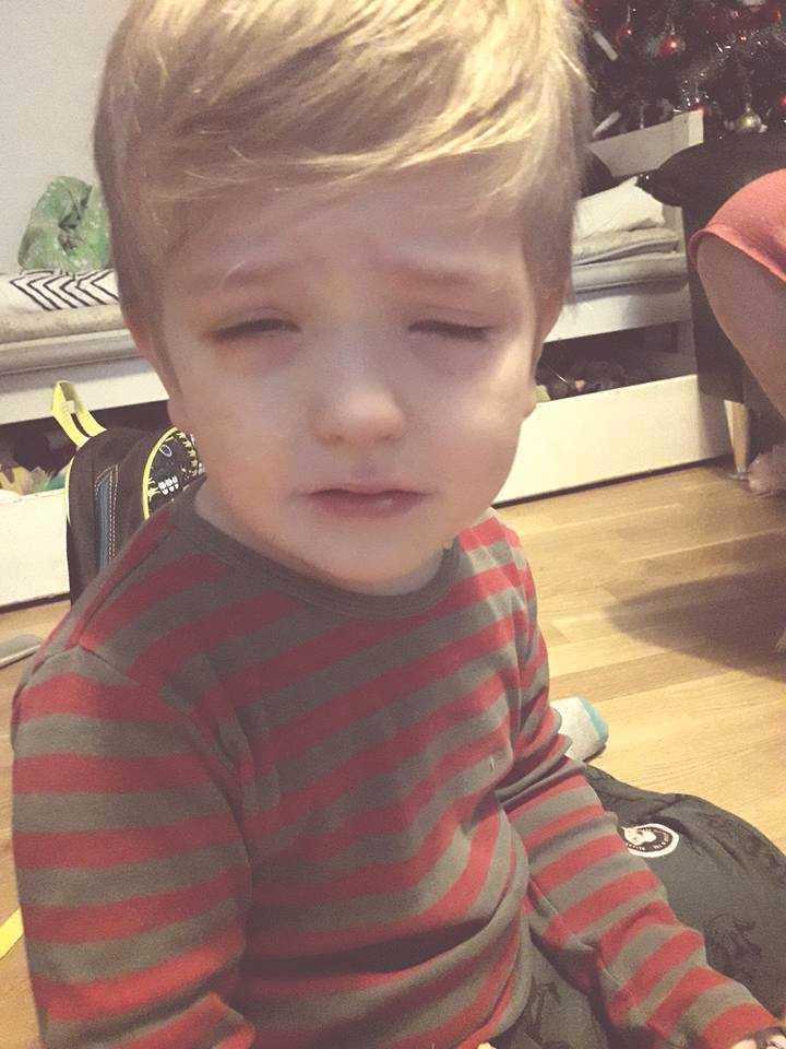 Efter att Thiago, 3, fått lusmedel i ögonen vaknade han upp mitt i natten och skrek av smärta.