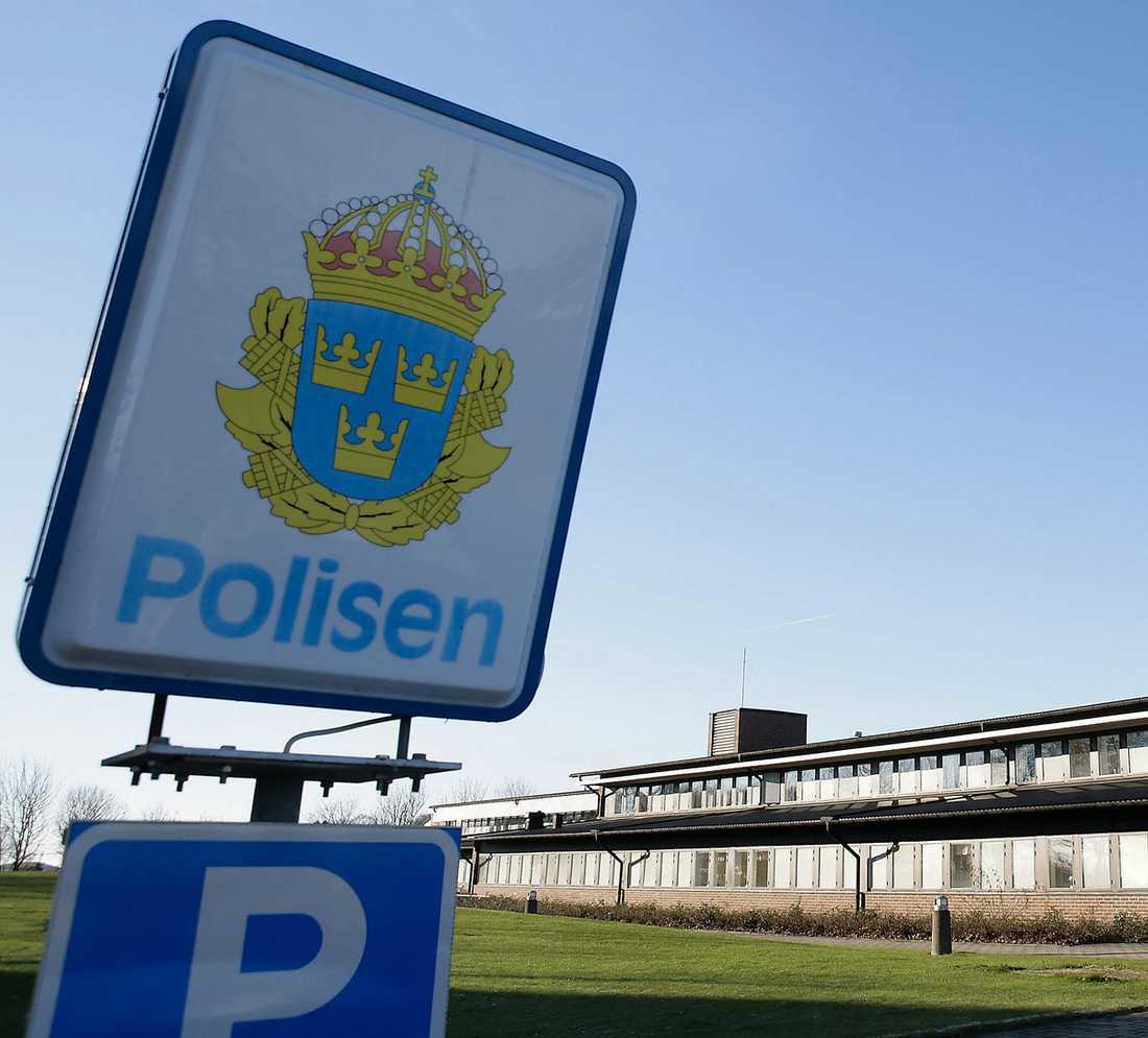 """KLETIGT PÅ JOBBET Efter omplaceringar vid kriminalvården i Ystad smetade någon ner väggarna på toaletten med avföring. Gärningsmannen tros vara en anställd. """"Men samtidigt är det sånt här som kan hända på arbetsplatser"""", säger Richard Boström, ställföreträdande chef för kriminalvården i Ystad."""