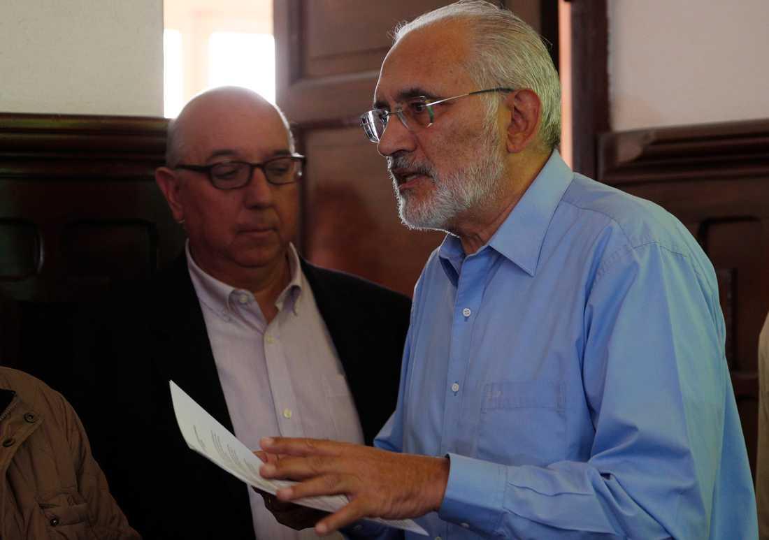 Den främste oppositionskandidaten Carlos Mesa avfärdar det officiella valresultatet. Han var president i en mandatperiod innan Morales kom till makten.