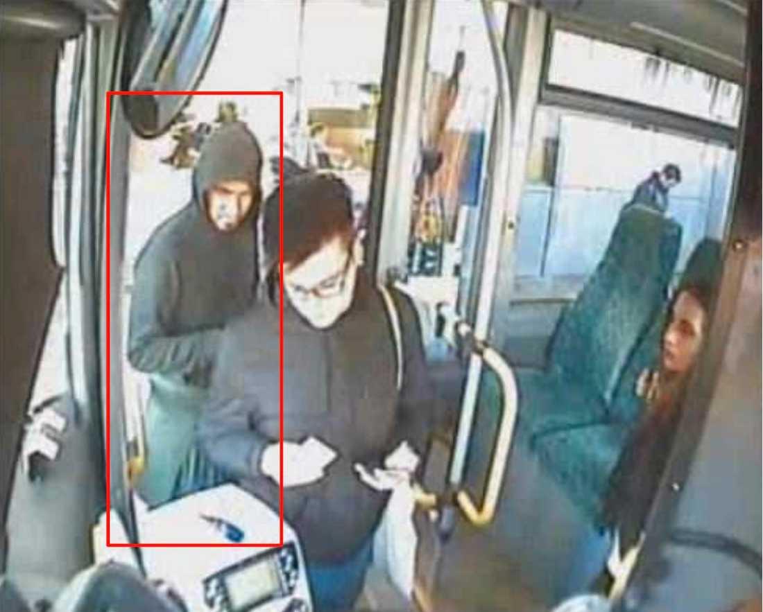 Arlanda-Märsta Akilov kliver på en buss  Arlanda – Märsta.