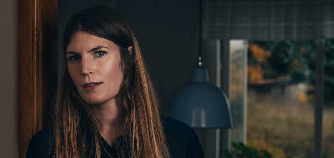 """Författaren och kulturskribenten Helena Granström förenar essäformen med en berättelse i jagform, i romanen """"Betydelsen av kärlek""""."""
