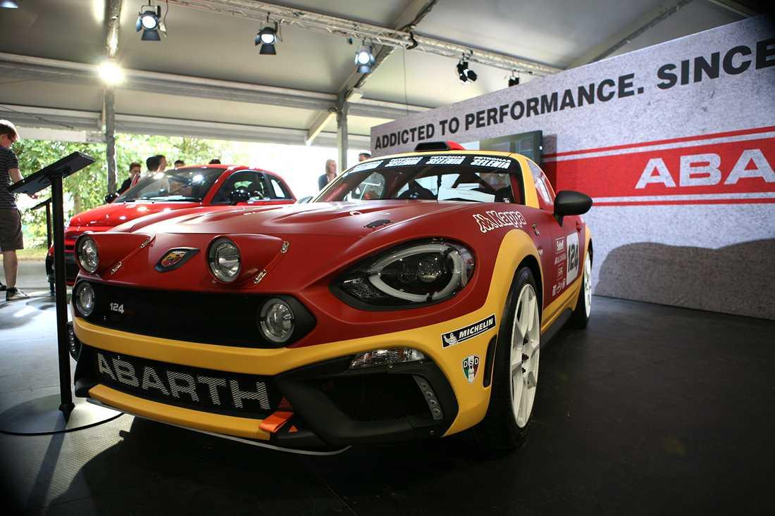 """I den """"rullande"""" bilsalongen visade Fiat upp sin rallyversion av nya 124."""