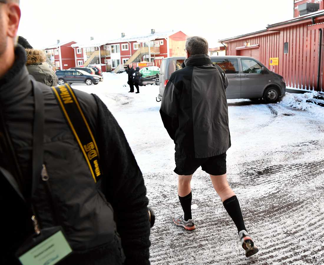 MUST chefen Gunnar Karlsson i kortbyxor.
