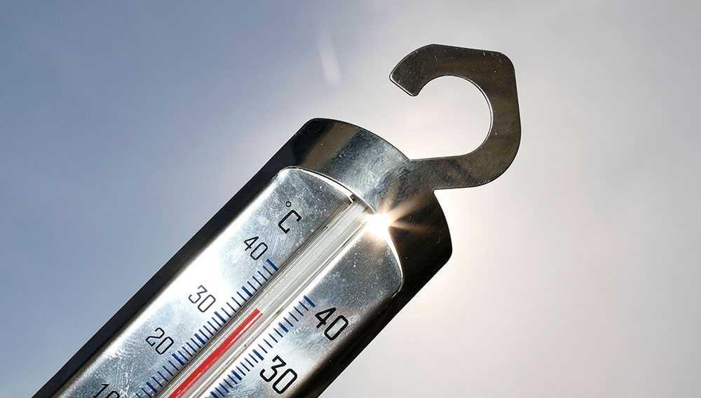 En termometer visar 34 grader i Malmö 2018.