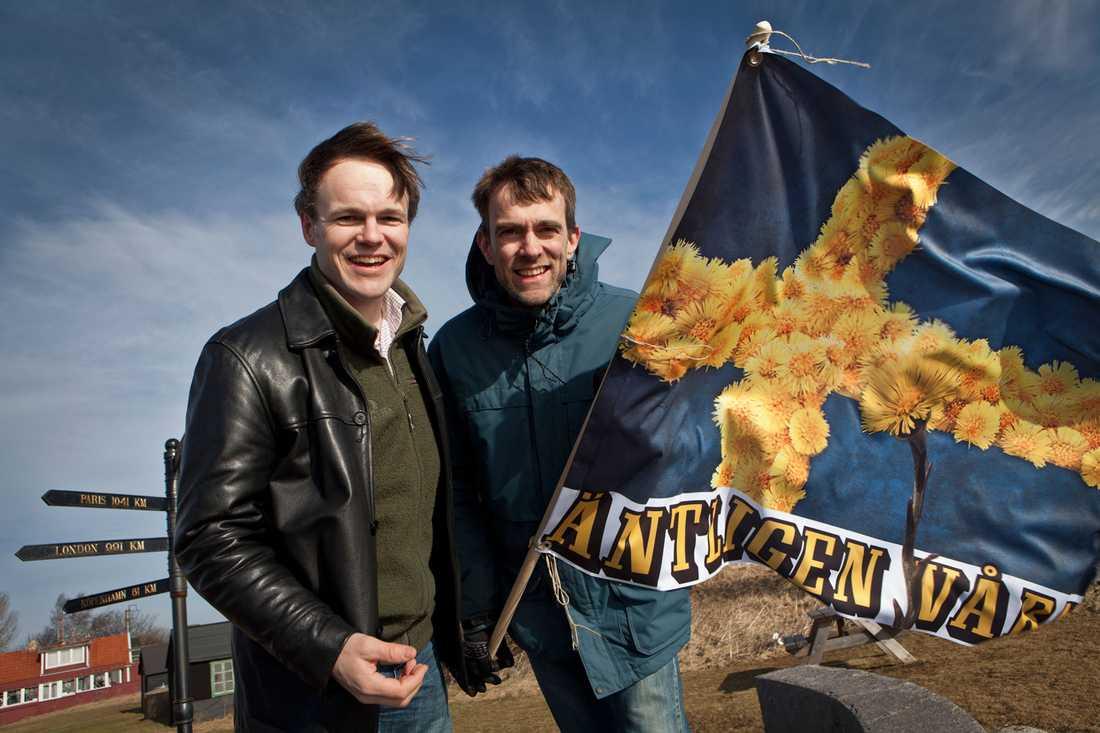 Äntligen! Martin Hedberg, meterolog på klart.se, och Aftonbladets reporter Fredrik Rundkvist mötte våren i Smygehuk. Efter knappt fyra veckor har vintern tagit slut i de södra delarna av landet.