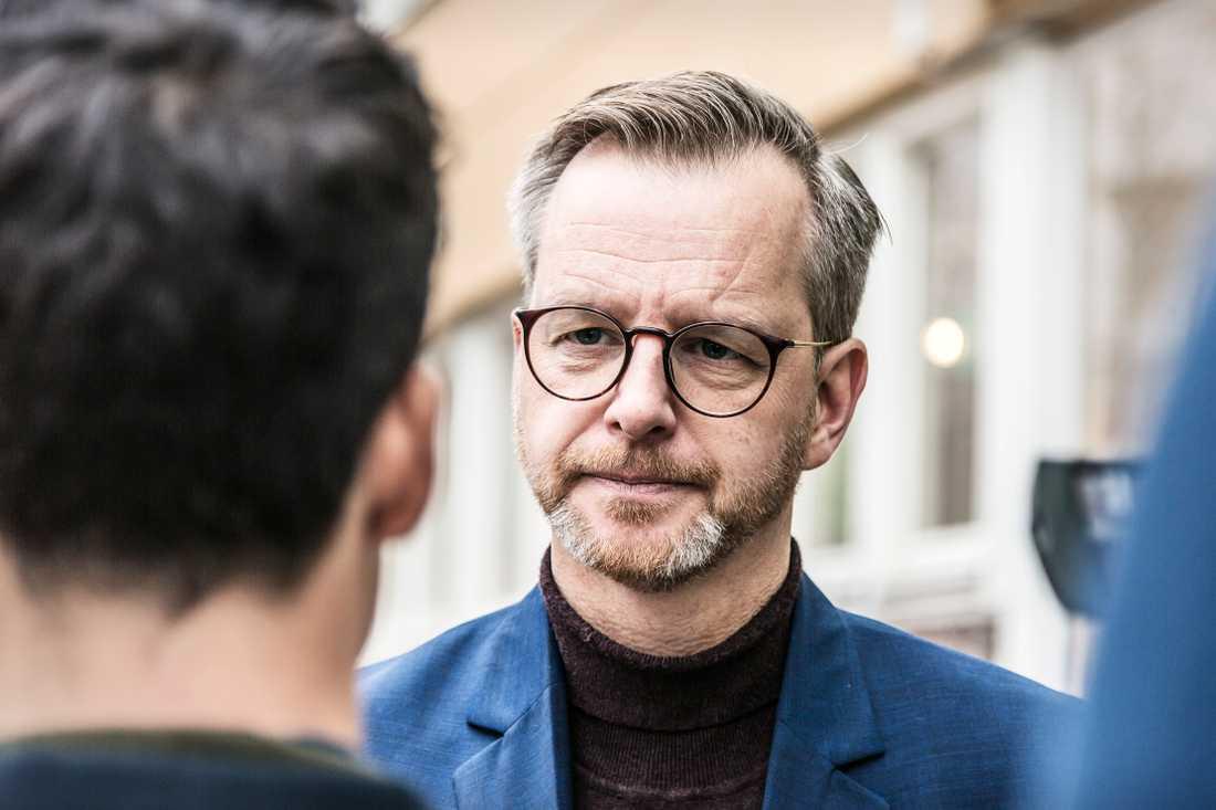 Regeringen och inrikesminister Mikael Damberg (S) får fortsatt kritik från delar av oppositionen angående hanteringen av imamerna som bedömts som säkerhetsrisker. Arkivbild