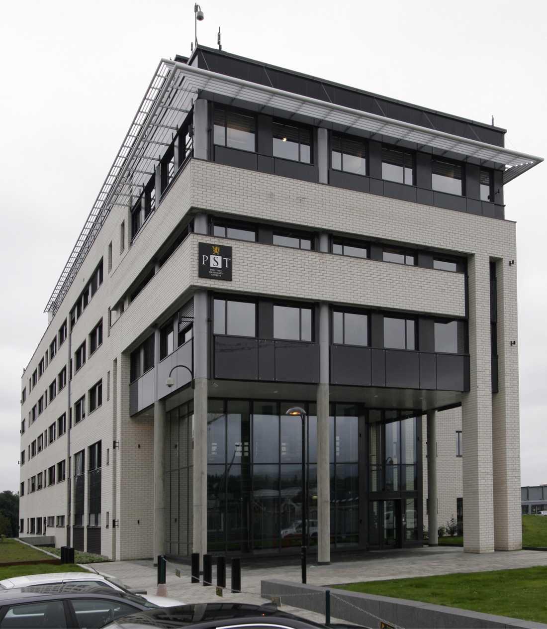 Norska säkerhetspolisens högkvarter. Även i Oslo greps tre personer i morse, alla misstänkta för finansiering av terrorbrott i Somalia.