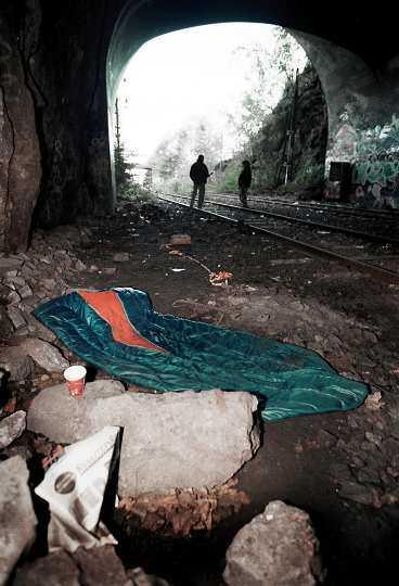 Efter reformen Tusentals psykiskt sjuka får ingen vård och klarar sig inte i samhället. Många blir hemlösa och/eller missbrukare.