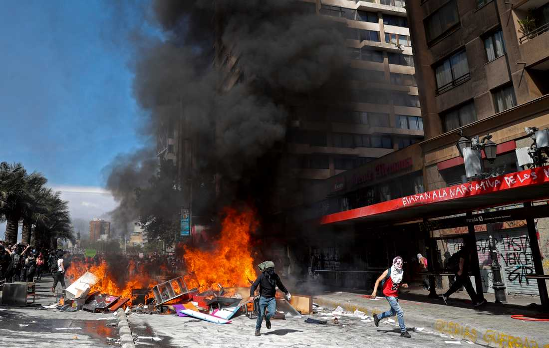 Kaotiska scener i Chiles huvudstad Santiago.