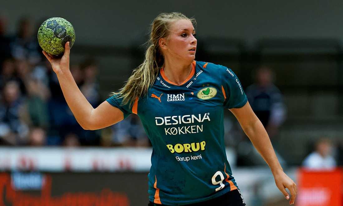 Inför hösten 2011 skrev Isabelle Gulldén på för danska Viborg.