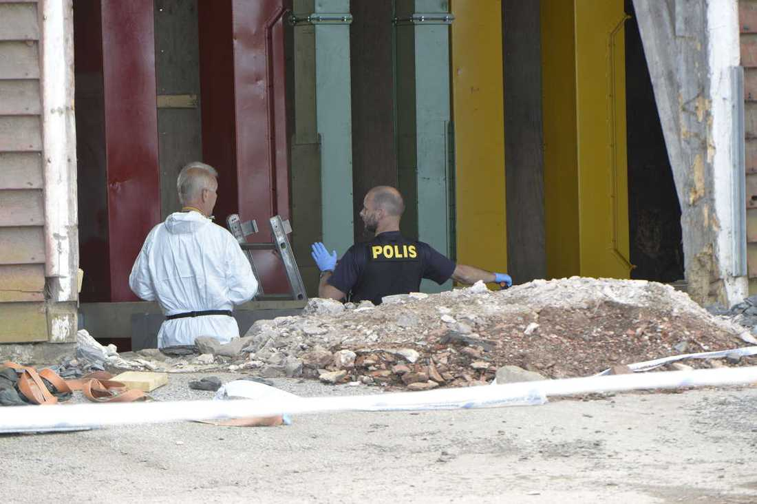 Under söndagen utökade polisen avspärrningarna i området där Lisa försvann.