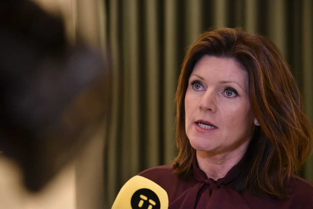 Arbetsmarknadsminister Eva Nordmark kommenterade på fredagskvällen de strandade las-förhandlingarna vid en pressträff.
