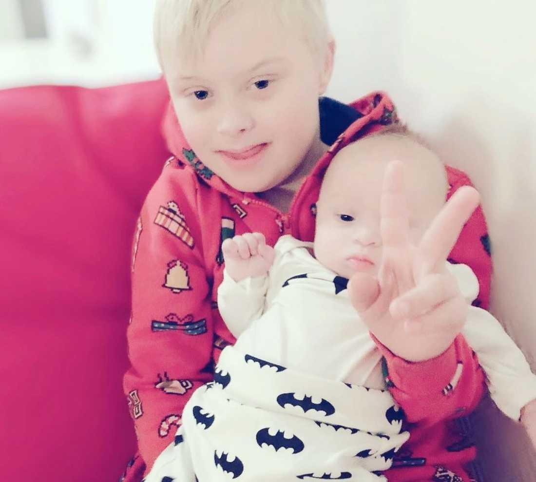 Både Julian och lillbrodern Walter har Downs syndrom.