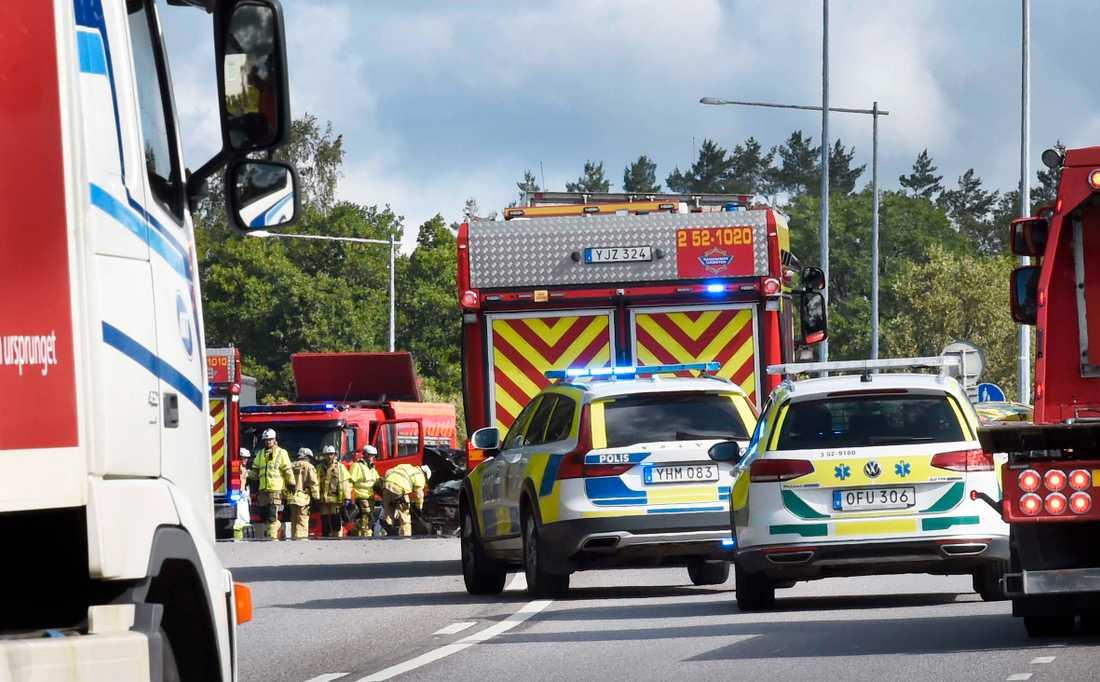 Flera skadade efter en krock mellan två bilar.