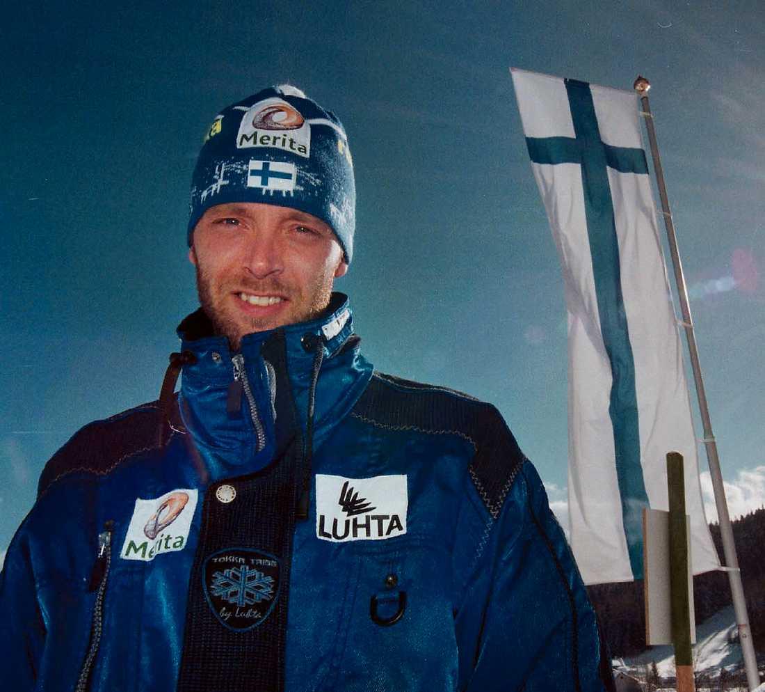 PÅ TOPPEN AV SIN KARRIÄR Mika Myllylä i Ramsau 1999 där han vann tre VM-guld. Två år senare började utförsbacken som tog slut i går morse.