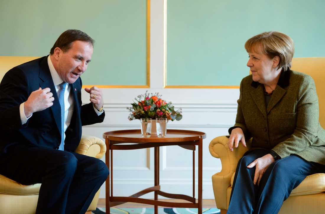 Statsminister Stefan Löfven och Tysklands förbundskansler Angela Merkel reagerar samfällt på den dödliga terrorn i Frankrike. Arkivbild.