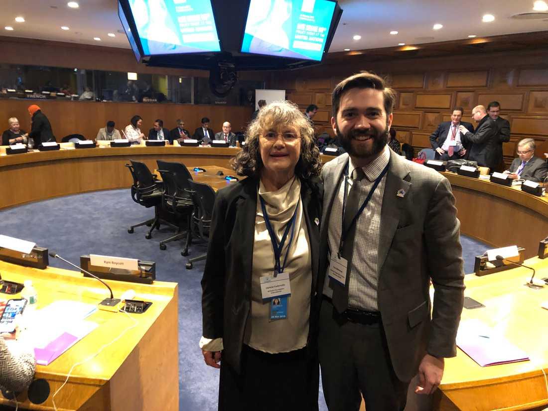 Helene Cederroth i FN tillsammans med Paul Melmeyer, från USA:s paraplyorganisation för sällsynta sjukdomar.
