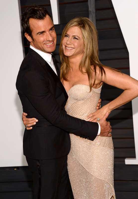 Theroux och Aniston gifte sig i hemlighet.