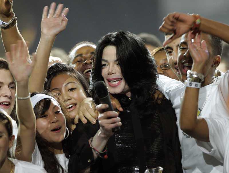 Michael uppträder på World music awards 2006.