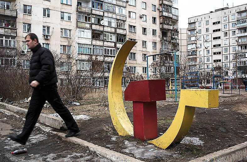 Symbolerna begravs Statlig historieskrivning är ingen väg framåt, tror Martin Aagård. Bilden från Mariupol, Ukraina.