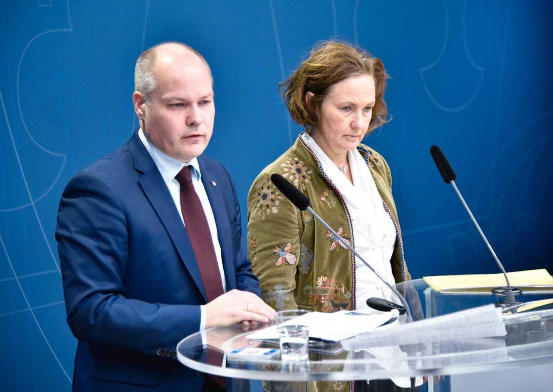Utreseförbud ska skydda barn som riskerar att giftas bort utomlands, enligt justitie- och migrationsminister Morgan Johansson (S) och Juno Blom, partisekreterare för Liberalerna.