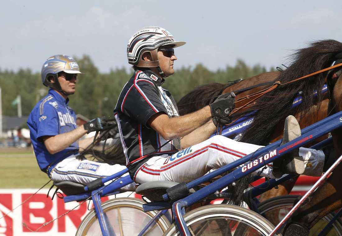 Ulf Ohlsson utmanar Björn Goop (till vänster) i den allsvenska kuskligan.