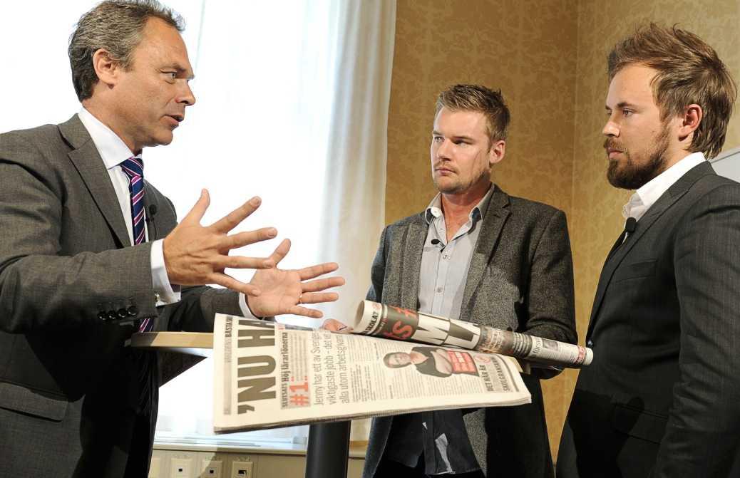 Skolminister Jan Björklund förklarar för Aftonbladets reportrar att han nu vill ändra lagen.