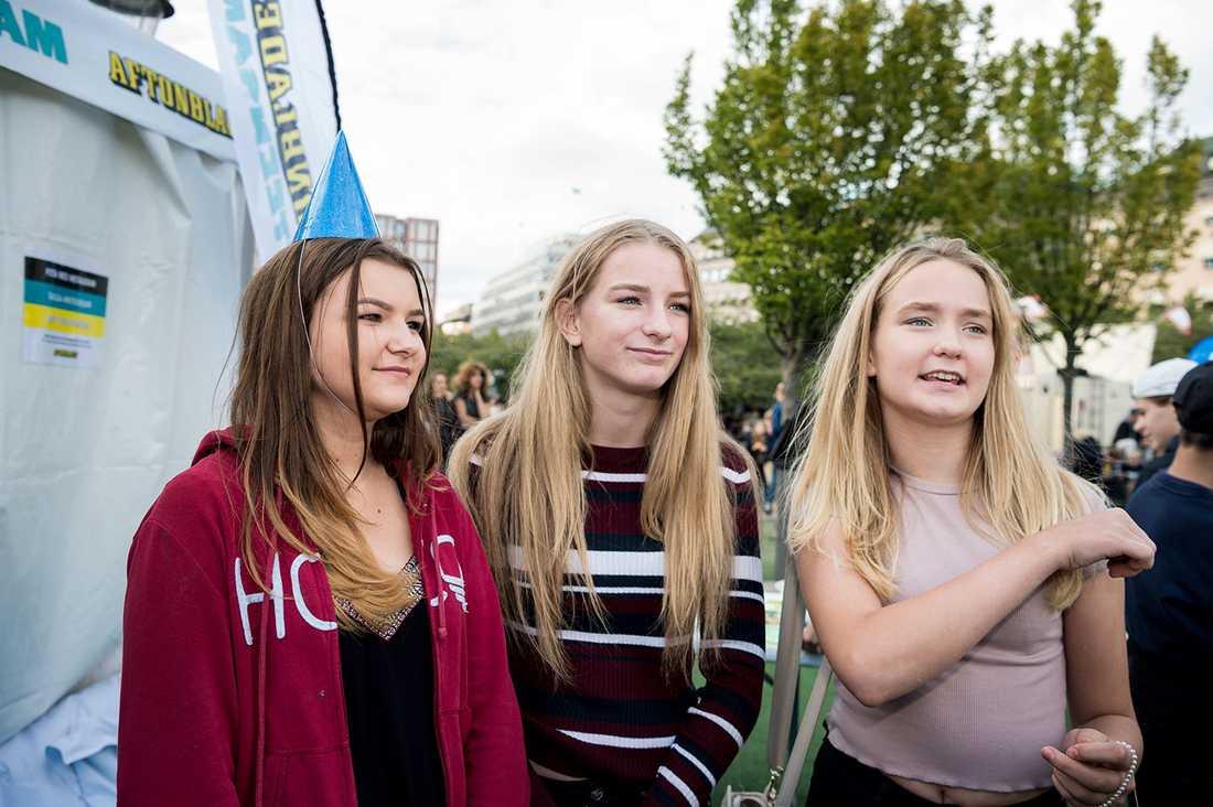 Luiza Sipko, 13, Agnes Bergström Ågren, 13 och Mikaela Bergström Ågren, 13 från Stockholm.