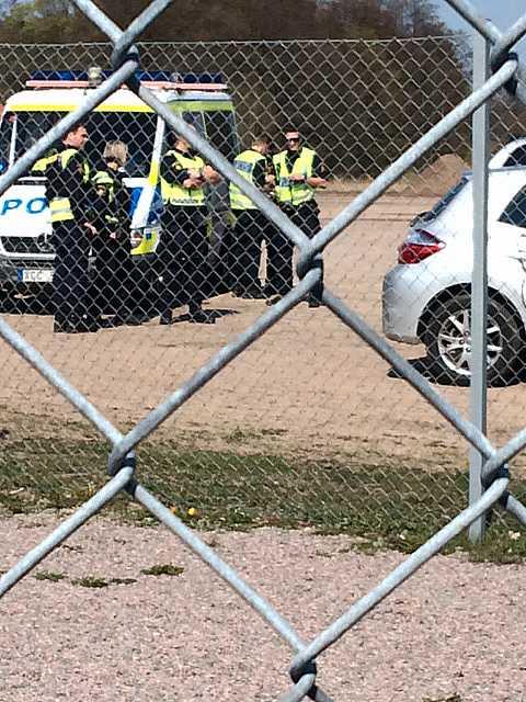 Poliser på plats vid Örjans vall.