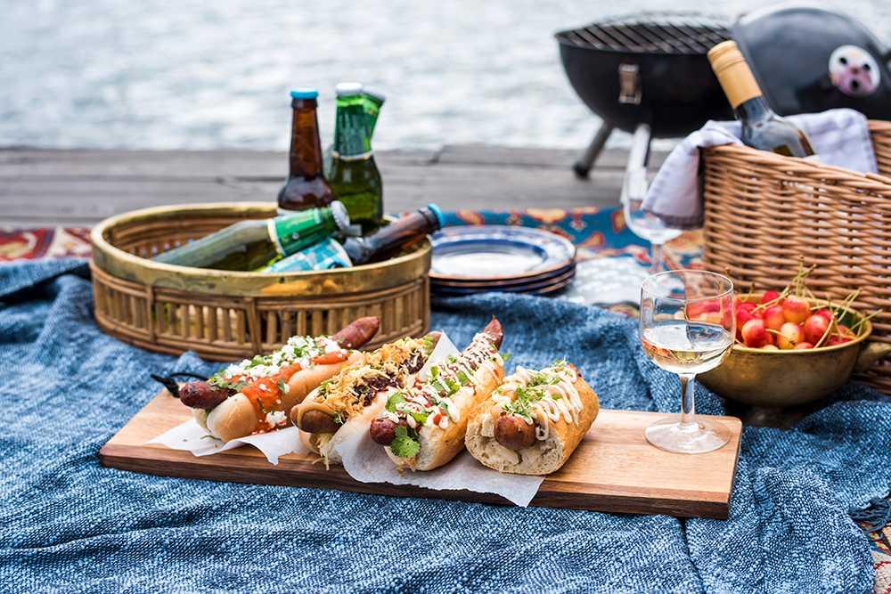 Korv med bröd – gott att äta ute på sommaren
