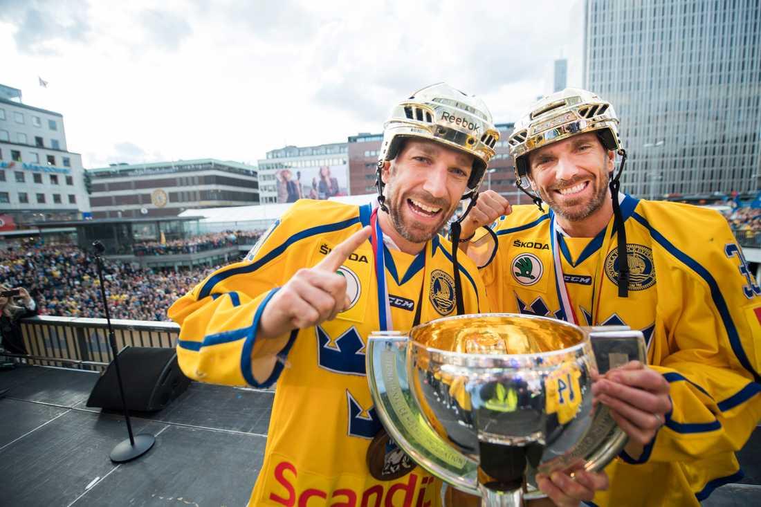 Joel och Henrik efter VM-guldet 2017.