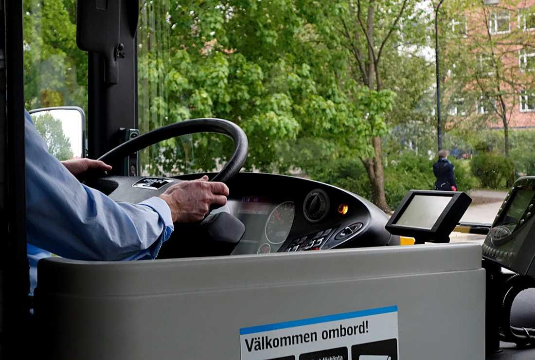 Skånetrafiken utreder en händelse där en ung kvinna ska ha nekats att åka buss på grund av sin klädsel. Arkivbild.