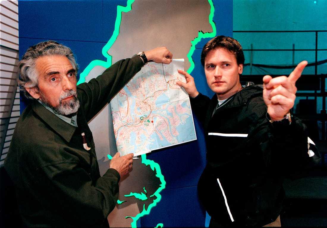 Innan Google Maps Martin Melin tog ledigt från poliskarriären med färska Robinson-stålar. Här med spårhunden Kent Larsen.