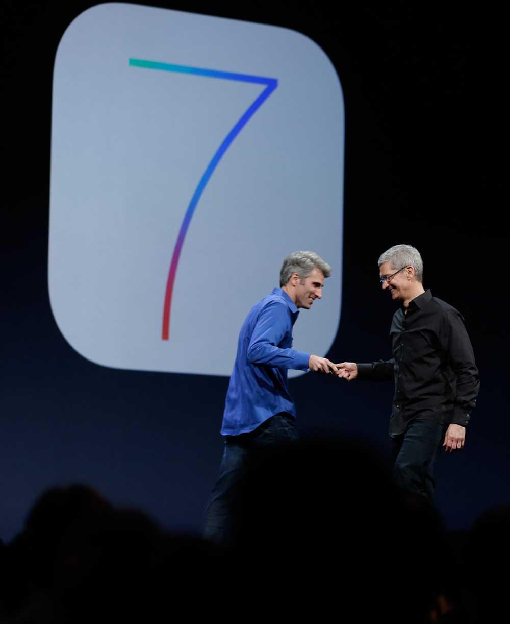 Samtidigt lanserade Apple ett nytt operativsystem för mobila enheter, som Iphone, Ipad och Ipod. I stort sett alla appar har redesignats och fått ett nytt utseende