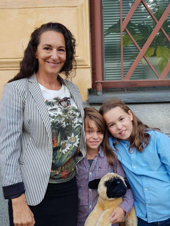 Petra med sina barn som fick hjälp i måndags.