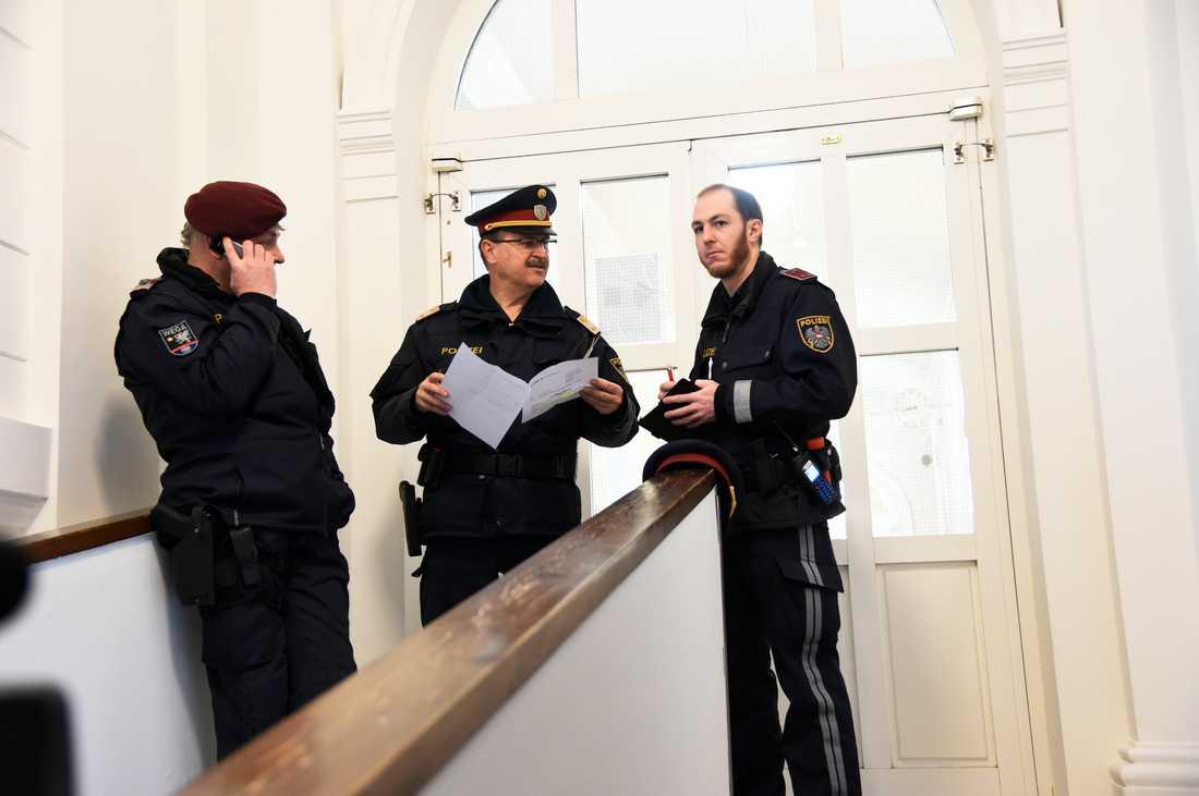 Domstolen dömde den 17-åriga flickan till ett års fängelse för medlemskap i en terrororganisation.